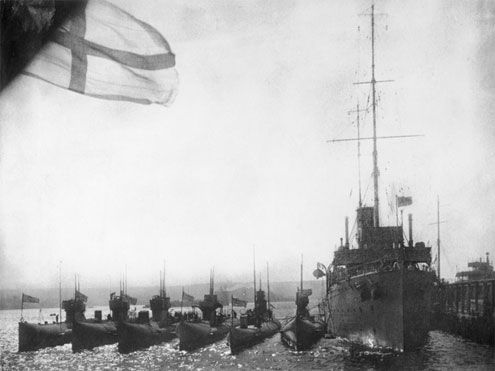 Six J-class subs next to their supply ship HMAS Platypus in 1919