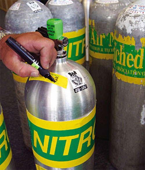 Nitrox Fills and O2 Cleaning Cylinders - The Scuba Doctor
