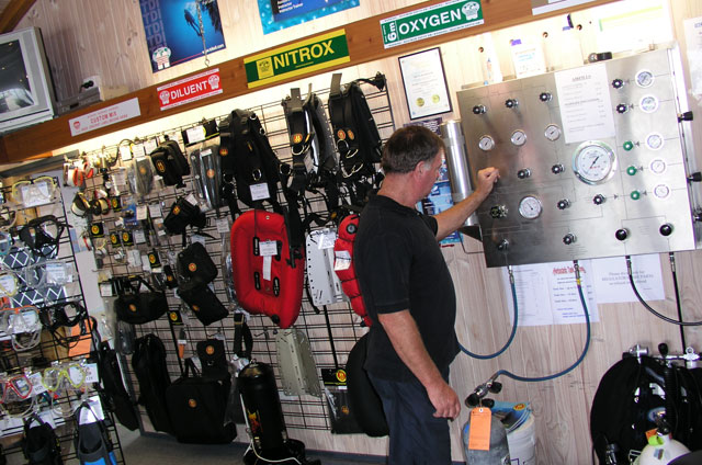 Air nitrox and trimix fills the scuba doctor for The dive shop